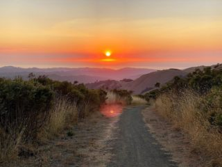 Hard to beat a sunset like this, especially seen from the Ridge Trail. 😍🌅 Beautiful shot by @technologyhiker #bayarearidgetrail #hike #trails #sunset #natureconnection