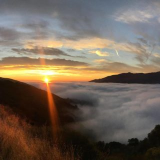 Happy Winter Solstice to all! Find your favorite spot on the Ridge Trail and enjoy the sunset today on the shortest day and the longest night. Looking forward to the light coming back into our lives in 2021. #wintersolstice #bayarearidgetrail #naturenearby You can support the Ridge Trail at the link in our bio. 📸: @heath.er.wer.ner